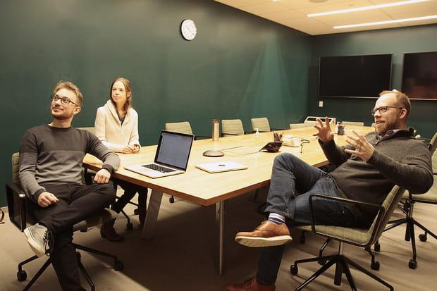 Une équipe en pleine réunion