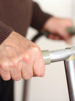 certains systèmes favorisent l'indépendance des personnes âgées.