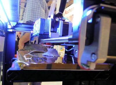 l'imprimante makerbot de la borne en action