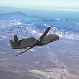le global hawk rq-4 block 10 de northrop grumman équipe actuellement l'armée