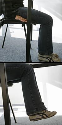les jambes doivent être levées sur 5 centimètres environ.