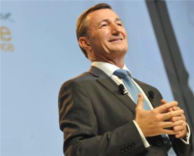 bernard charlès est directeur général de dassault systèmes.