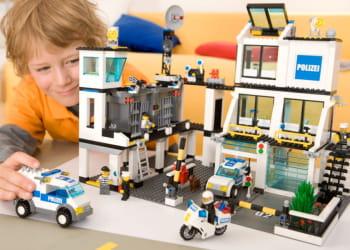 le commissariat de police lego est toujours un best-seller après des décennies