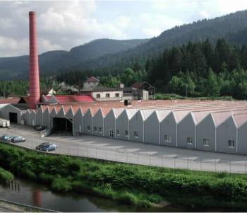 7,5 millions de paires de chaussettes et de collants sortent de cette usine