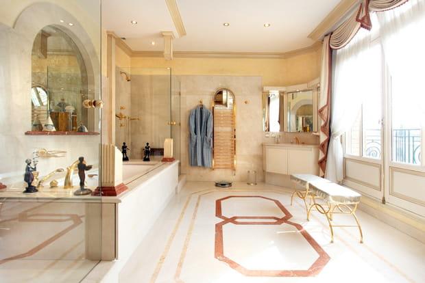 Une salle de bain spacieuse