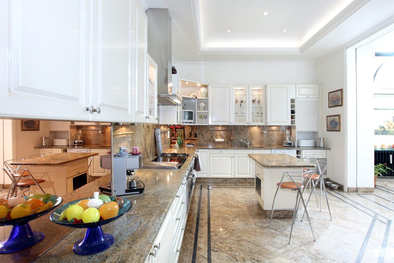 une cuisine de chef. Black Bedroom Furniture Sets. Home Design Ideas