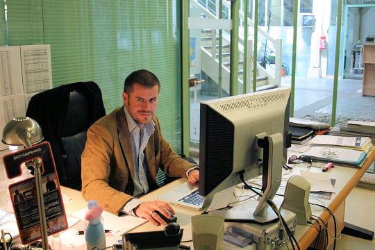 le directeur commercial suit les agents immobiliers