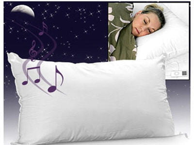 le son sort doucement de l'intérieur de l'oreiller, lui même relié au baladeur.