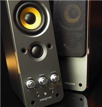 2 tailles de haut-parleurs, pour les aigus et les mediums