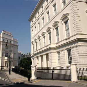belgrave square, parc bordé d'ambassades, est le centre névralgique de