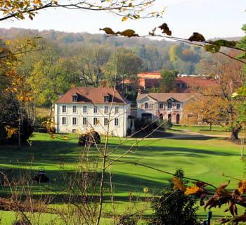 le golf de joyenval jouit d'un cadre unique, classé monument historique.