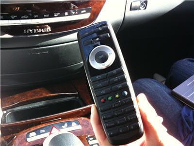 télécommande permettant au passager de contrôler la lecture de son dvd ou de ses