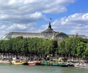 le grand palais, dans le 8e arrondissement.