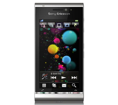 le téléphone a été présenté en couleurs noir, bordeaux et argent.