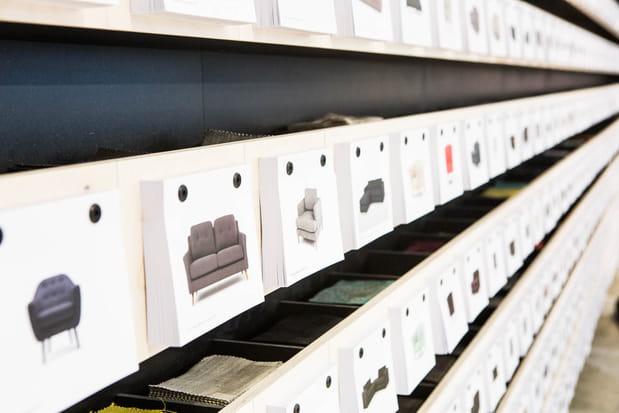 Des cartes postales et des échantillons