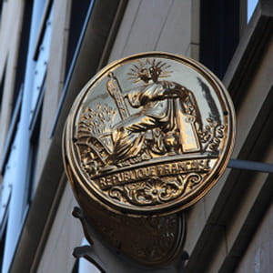 l'inspection générale des finances attribue aux notaires un revenu mensuel