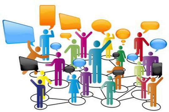Infographie: stratégies de présence sur les réseaux sociaux