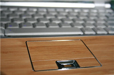 même le touchpad semble en bois