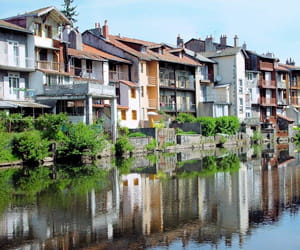 a aurillac, un appartement se vend en moyenne à 1435euros le mètre carré.