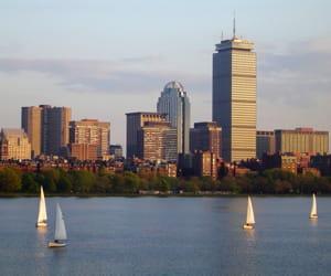 le siège de liberty mutual se trouve à boston.