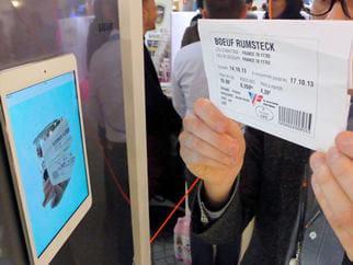 l'utilisateur scanne la date de péremption sur l'étiquette du produit