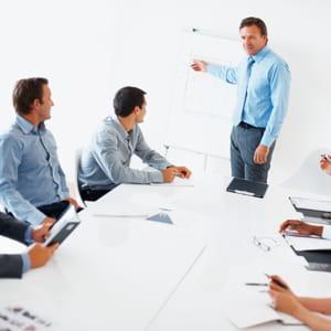 faites l'effort de dynamiser la réunion.