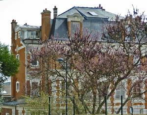 une vue de la ville d'orsay, en essonne.