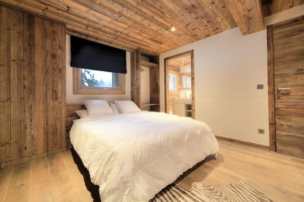 Au rez-de-chaussée cohabitent trois chambres et… un local à skis