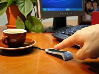 le 'swipe' eikon, le lecteur d'empreintes digitales