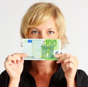 en matière de rémunération, les blondes sont mieux loties que leurs collègues.
