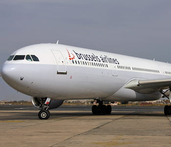 un avion de brussels airlines.