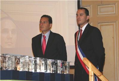 le sécrétaire d'etat eric besson (à gauche) et le conseiller d'arrondissement