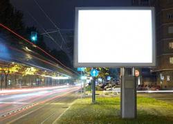 l'extinction des enseignes et publicités lumineuses est destinée à générer des