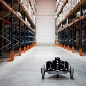 le robot e-vigilante remplace les vigiles dans les entrepôts.