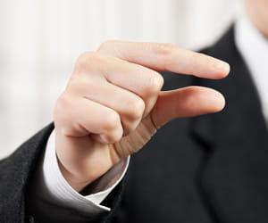montrez-vous d'autant plus précis quand le candidat était à deux doigts de
