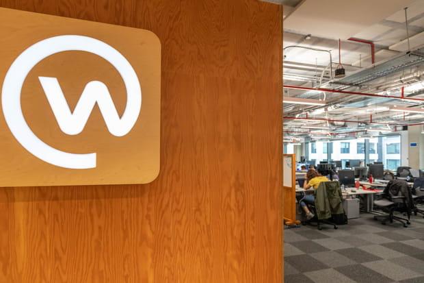 A chaque étage, un service, un logo