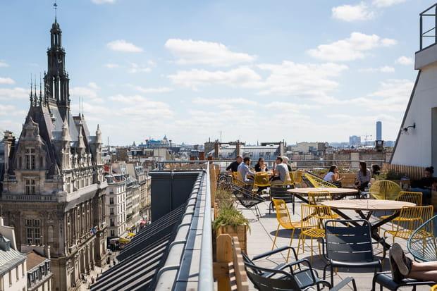 Une terrasse sur les toits de la ville