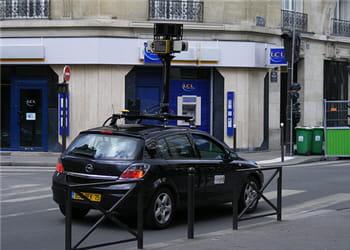 une des voitures de google maps, circulant dans les rues de paris