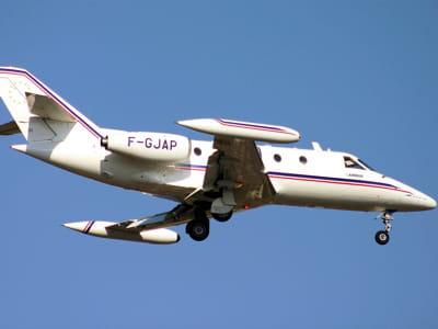 l'un des deux sn 600 de la société airbus en phase d'atterrissage à