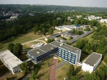 le campus d'hec à jouy-en-josas