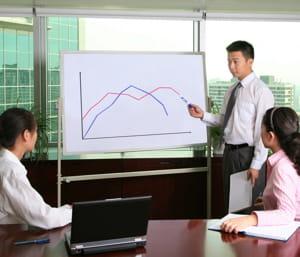 la création d'emploi y est plus forte que dans l'industrie.