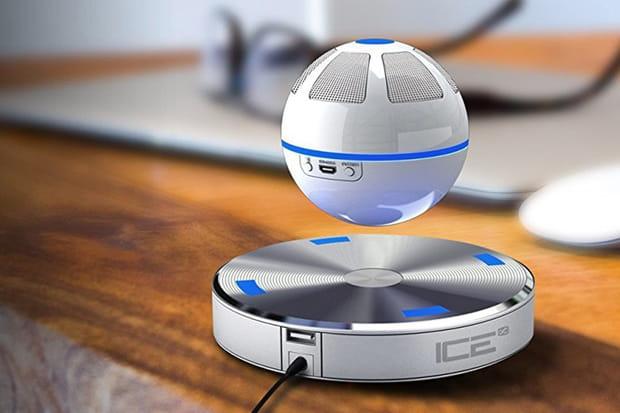 Une enceinte Bluetooth flottante Ice Orb