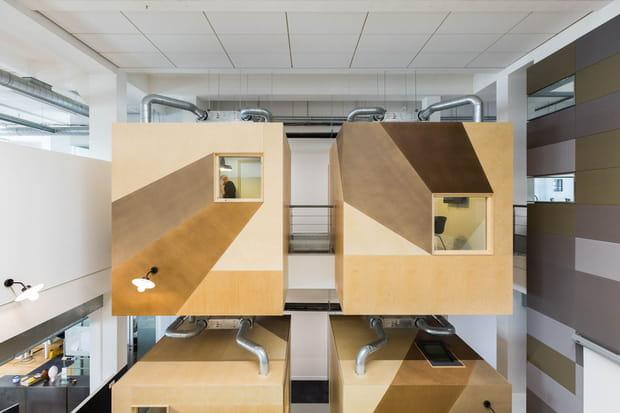 Et des cubes de réunion suspendus