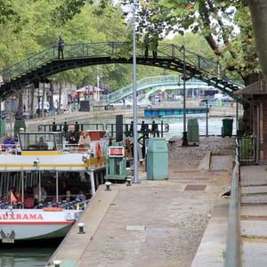 le canal saint-martin, à paris.