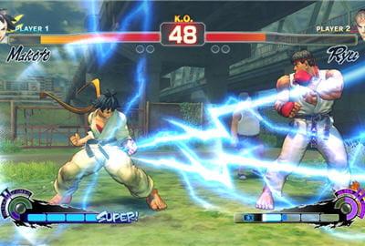 makoto (à gauche) est un personnage porté sur l'attaque et la vitesse.