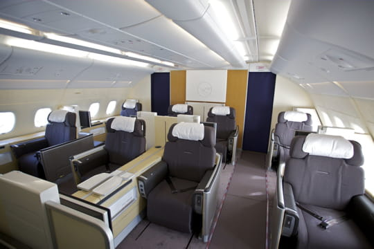 la first class de lufthansa. Black Bedroom Furniture Sets. Home Design Ideas