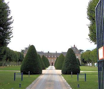 les entreprises du cac 40 sont souvent propriétaires de châteaux.