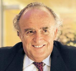 henri lachamann est président du conseil de surveillance de schneider electric.