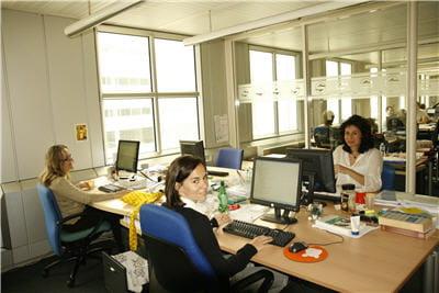 les équipes linguistiques au travail