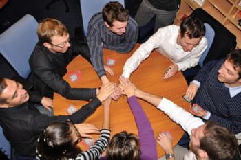 salariés jouant aux cartes en pause chez octo.
